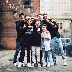 Read 4 from the story Tipicos Hijos De Puta (Hunter Rowland Y Tu) HOT by peoposting (Vale. Ashton Rowland, Brandon Rowland, Magcon 2016, Magcon Boys, Omaha Squad, Hunter Rowland, Jacob Sartorius, Why Dont We Boys, Cute Teenage Boys