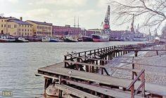 Näkymä Aurajoen itärannalle telakan suuntaan.  Vasemmalla Manillan rakennukset.  1987.