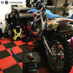 Classy  -> #Repost @mrfrisesdal Oilchange while I'm sipping on a Cosmo #tmlife #tm #cosmopolitan #tmfamily #mx #moto #motocross #oilchange #mx450Fi #vrooam #dwbtoftshit #tmracing #tmsverige #tmracingsverige #speedraceshop #srs