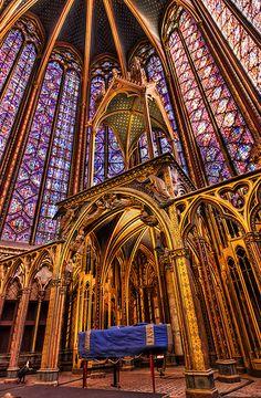 La Sainte Chapelle - Paris - France, photo by Roman Betik. Gothic Architecture, Beautiful Architecture, Beautiful Buildings, Beautiful Places, Sainte Chapelle Paris, Saint Chapelle, Paris Monuments, Saint Louis, Cathedral Church
