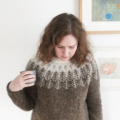 A top-down Icelandic-inspired stranded yoke sweater Fair Isle Knitting, Free Knitting, Icelandic Sweaters, Cool Sweaters, Sweater Design, Cardigans For Women, Knitting Patterns, Knit Crochet, Knitting Buttonholes