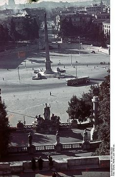 "1943, Italie, Rome, L'obélisque de Flaminio au centre de la ""Piazza del Popolo"" 