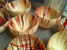 DIY chocolate bowls - made these for Valentine& to fill with . Chocolate Clusters, Chocolate Bowls, Chocolate Treats, Love Chocolate, Chocolate Dipped, Melting Chocolate, Chocolate Cakes, Delicious Desserts, Dessert Recipes