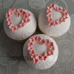 Cupcakes by cake avenue Elegant Cupcakes, Fancy Cupcakes, Floral Cupcakes, Valentine Day Cupcakes, Beautiful Cupcakes, Fondant Cupcakes, Yummy Cupcakes, Cupcake Cookies, Decorated Cupcakes