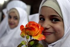 What a happy face Muslim Women, Anime Guys, Religion, Bubbles, Happy, Language, Style, Woman, Children