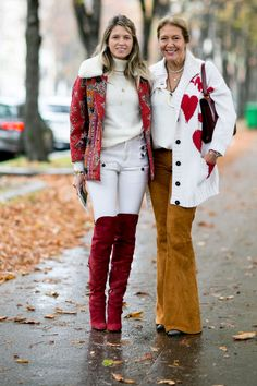 #HelenaBordon in white denim and suede boots. Paris