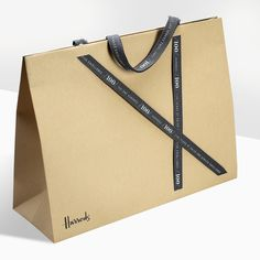Ideas for your product packaging. Progress Packaging Made Thought Harrods Luxury Retail Carrier Ribbon Luxury Packaging, Bag Packaging, Product Packaging, Paper Carrier Bags, Paper Bags, Shoping Bag, Shopping Bag Design, Paper Bag Design, Atelier