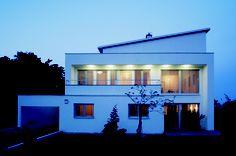 Villa Hoher Nussbaumweg, eisenstadt, 1999  Design: Klaus-Jürgen Bauer Architekten My Design, Villa, Spaces, Mansions, House Styles, Home Decor, Architects, Mansion Houses, Homemade Home Decor