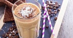 A canela e o café são alimentos termogênicos que auxiliam a acelerar o metabolismo. Também são ingredientes antioxidantes, que reduzem a formação de radicais livres responsáveis pelo envelhecimento precoce. Junto com a energia que a banana e o leite de coco fornecem, esse smoothie é um ótima vitamina pré-tre