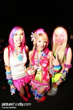 Edm girls w/clothes look cute too!!