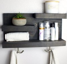 Bathroom Storage Shelf with Modern Towel Hooks DIY Bauernhaus Badezimmer Regal mit Handtuchhaken – Carbon Grey Bathroom Faucets, Farmhouse Bathroom, Bathroom Shelves, Decorating Bathroom, Towel Hooks, Modern Towels, Bathroom Towels, Small Bathroom, Bathroom Towel Storage