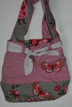 sac avec un vieux jean Denim Purse, Tote Purse, My Bags, Purses And Bags, Jean Purses, Diy Sac, Handmade Bags, Beautiful Bags, Diaper Bag