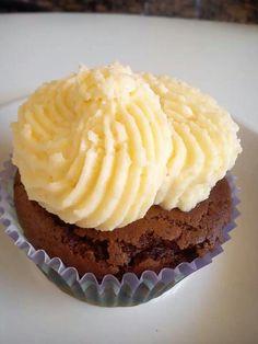 Brownie con frosting de crema de mascarpone