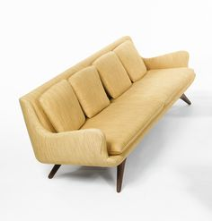 Vladimir Kagan; Walnut 'Venetian' Sofa for Kagan-Dreyfuss, 1950s.