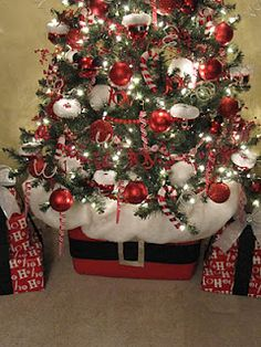 Santa Belly Tree Base ~ use a Rubbermaid container... sit your Christmas tree in it, pack it with newspaper and cover it with a big piece of quilt batting. Santas Belt ~ Use a black scarf and cut the belt buckle out of a disposable aluminum foil pan... cute idea, check it out!