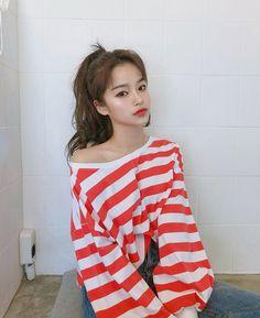 Image may contain: 1 person, stripes Korean Beauty Girls, Pretty Korean Girls, Selfies, Girl Korea, Ulzzang Korean Girl, Western Girl, Uzzlang Girl, How To Make Clothes, Couple Outfits