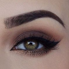 "1,790 Me gusta, 5 comentarios - Cosmopolitan México (@cosmopolitanmx) en Instagram: ""Hoy es sábado de usar un #cateye súper dramático #CosmoMx #makeup #makeupforever #ootd"""