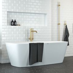 Nordhem Badkar Norrviken Lucite Vit Bad Inspiration, Bathroom Inspiration, Bathroom Ideas, Philippe Starck, Duravit, Beautiful Bathrooms, Bathtub, Home, Puppys