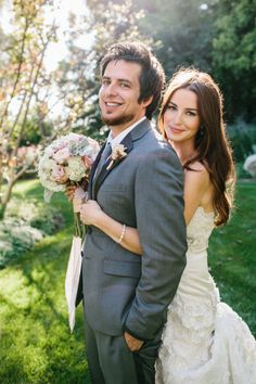 Another of our FAVORITE shots of @Jonna Walsh & #americanidol Lee DeWyze! More loveliness on http://StyleMePretty.com/2012/07/25/american-idol-winner-lee-dewyze-marries-jonna-walsh-by-marianne-wilson/ Photography by mariannewilson.net