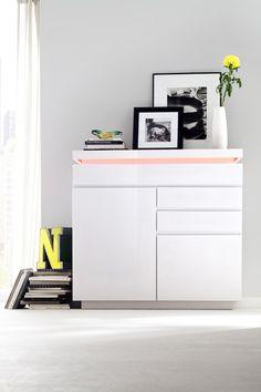 Sideboard Rita IV mit LED Farbwechsel Beleuchtung inklusive Fernbedienung 1 x Sideboard mit 2 Türen 2 Einlegeböden und 3 Schubkästen...
