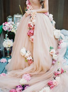 I love a bride who can set the style bar high, and believe it or not, this particular beauty based her entire wedding design off a Dolce & Gabbanafashion show. Bursting with avant garde details and one amaaazingcustom gown, I guarantee
