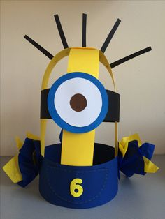 Verjaardagskroon Minion door Linda Bouterse. Fun Arts And Crafts, Crafts For Boys, Diy For Kids, Crazy Hat Day, Crazy Hats, Minions, Minion Craft, Diy Party Hats, Classroom Birthday