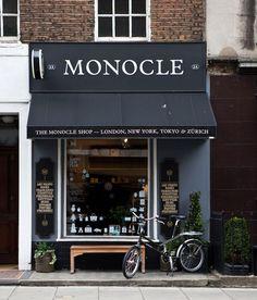 Fachada de tienda, tiene un toque señorial y la bicicleta puesta al lado hace una buena combinacion. IV