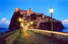 E que tal passar umas férias diferentes num castelo ao estilo da Guerra dos Tronos em Itália? http://www.homeaway.pt/arrendamento-ferias/p2354303?utm_source=pinterest&utm_medium=social&utm_term=2354303-italia&utm_content=prop-image&utm_campaign=18mai