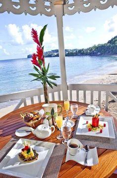 Nadire Atas on Dining with a Fantastic View Ocean view Hotel Breakfast, Morning Breakfast, Breakfast In Bed, Romantic Breakfast, Beautiful World, Beautiful Places, Coffee Time, Morning Coffee, Outdoor Dining