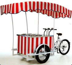 Ice Cream Cart on a 3 wheel bicycle. An Italian Ice cream bike for Selling your ice crem in the street. The Ice Cream Cargo bike is a working bike with a fridge for ice cream that can do conservation of ice cream. Mobile Restaurant, Mobile Cafe, Mobile Shop, Hot Dog Wagen, Bike Cart, Bike Food, Italian Ice Cream, Ice Cream Cart, Coffee Carts