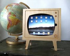 new iPad version 3 2012 iPad accessories retro Tv Holder, Iphone 5se, Apple Watch Iphone, Ipad Accessories, Vintage Tv, New Ipad, Glass Screen, Tech Gadgets, Leather Cover