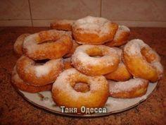 Творожные пончики 0,5 кг творога; 5 столовых с горкой ложек сахара; 1 чайная ложка соды, погасить уксусом; 5 яиц; 3 стакана муки.