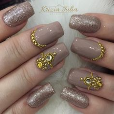Unhas nude: Formas de variar o esmalte nude Love Nails, Pretty Nails, My Nails, Nails Decoradas, Finger, Nagel Hacks, Nail Jewels, Luxury Nails, Elegant Nails