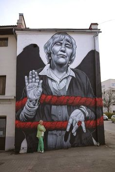 More street art elevating elderly people to a status well deserved. So they are seen more and more accepted. (How about street art depicting homeless people and other helping them. 3d Street Art, Murals Street Art, Urban Street Art, Amazing Street Art, Art Mural, Street Artists, Graffiti Art, Graffiti Designs, Street Art Graffiti