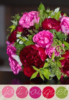 Bouquet de mariée, roses Piaget, Pivoines Red Charm, baies de groseilles et de framboisiers