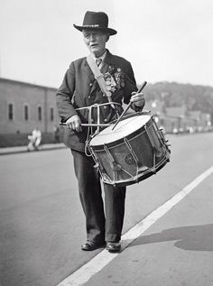Last Parade of the Grand Army of the Republic.  Captain R. D. Parker, age 90, plays the drum at the final parade of the GAR in Washington, D.C. on September 23, 1936.  Captain Parker's playing had a long history - he played a drum at President Lincoln's inauguration!  (credit:  Corbis)