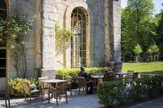 A la belle saison, profitez de la terrasse ensoleillée du bar-salon de thé. © Jérôme Galland #Royaumont #abbaye #événement #event
