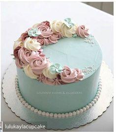 buttercream birthday cakes for women Cake Decorating Frosting, Cake Decorating Designs, Cake Decorating Techniques, Cake Designs, Beautiful Birthday Cakes, Birthday Cakes For Women, Buttercream Birthday Cake, Buttercream Flowers, Floral Cake