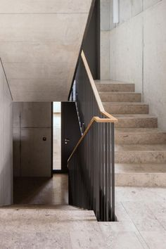 Modern staircase in Winterthur designed by Armon Semadeni Architects. We like. Modern staircase in Winterthur designed by Armon Semadeni architect . Entryway Stairs, House Stairs, Staircase Handrail, Stair Railing, Railing Design, Staircase Design, Terrazzo, Winterthur, Stair Detail
