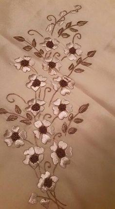 Hand Embroidery Design Patterns, Hand Work Embroidery, Embroidery Flowers Pattern, Hand Embroidery Stitches, Crewel Embroidery, Embroidery Hoop Art, Beaded Embroidery, Machine Embroidery, Zardosi Embroidery