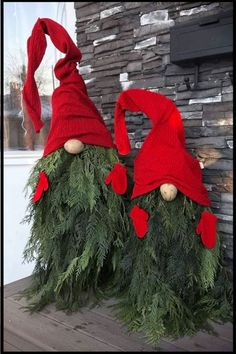 DIY Christmas: Unique and unusual Christmas decorations to .- DIY Christmas: Unique and unusual Christmas decorations to make this holiday – DIY Gnomes Christmas decorations for outside or veranda outside. Cheap and easy DIY holy # Christmas On A Budget, Noel Christmas, Simple Christmas, Cheap Christmas, Nordic Christmas, Modern Christmas, Country Christmas, All Things Christmas, Diy Christmas Decorations Easy