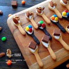 【簡単!クッキーレシピ】 スタンダードなクッキーレシピにちょっとお遊びトッピング♪ Kawaii Cookies, Fancy Cookies, Cute Cookies, Cupcake Cookies, Sugar Cookies, Baby Food Recipes, Sweet Recipes, Cookie Recipes, Cookie Time