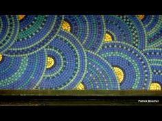 """Paris. La Samaritaine foi até 2005, quando se encerrou, a loja mais importante entre os grandes magazines em superfície e na área de vendas. (clique na imagem para ver o vídeo)  Fundada em 1870 por Ernest Cognacq, ela foi expandida regularmente de 1883-1933 por arquitetos sucessivos entre os quais Franz Jourdain seguidor do """"Art Nouveau"""" e Henri Sauvage Henri Sauvage, Paris, Art Nouveau, Night, Artwork, Architects, Montmartre Paris, Work Of Art, Auguste Rodin Artwork"""