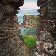 Dunluce Castle Walk, Antrim | 16 Stunning Walks To Take In Northern Ireland - Buzzfeed // Photo by Cailean Maclean on Instagram