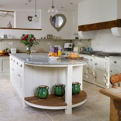 Shaker Küchen grey shaker style kitchen with white splash back and cup handles