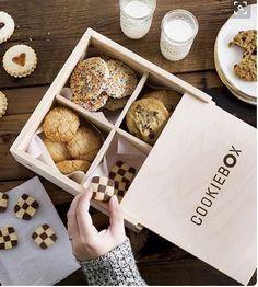 pishiriqlar DesignerPeople Branding Agency on Behance cookies & Biscuits Packaging Brownie Packaging, Baking Packaging, Dessert Packaging, Food Packaging Design, Packaging For Cookies, Cookie Box, Cookie Gifts, Food Gifts, Wood Cookie