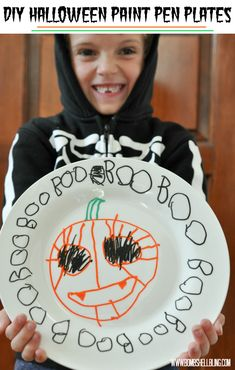 What a great kid craft --- and we can use the plates each year! FUN!!