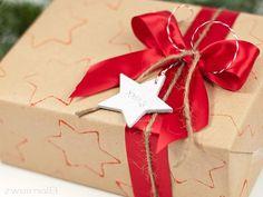 :: zweimalB :: DIY - Anleitung für bestempeltes Geschenkpapier aus Packpapier - ein stilvolles Präsent in braun-rot
