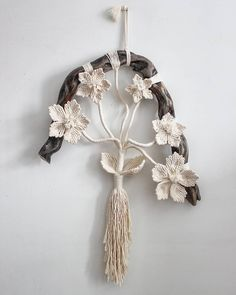 Best 12 Tree of life Dreamcatcher 🌲 🌲 I have added a few of these Tree Dreamcatchers to my Etsy shop as I've been unable to make any new festive… – SkillOfKing. Macrame Wall Hanging Diy, Hanging Flower Wall, Macrame Plant Hangers, Macrame Art, Macrame Projects, Macrame Knots, Macrame Jewelry, Macrame Design, Macrame Patterns