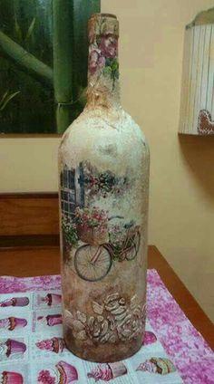 how to fabric decoupage wine bottle Glass Bottle Crafts, Wine Bottle Art, Painted Wine Bottles, Diy Bottle, Glass Bottles, Decoupage Glass, Decoupage Box, Jar Art, Creation Deco